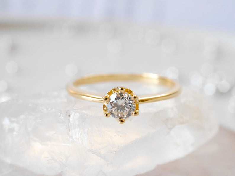 Beautiful round shape cz engagement ring in yellow gold