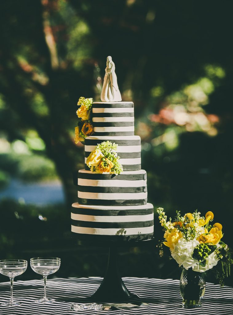 Black themed cake for wedding