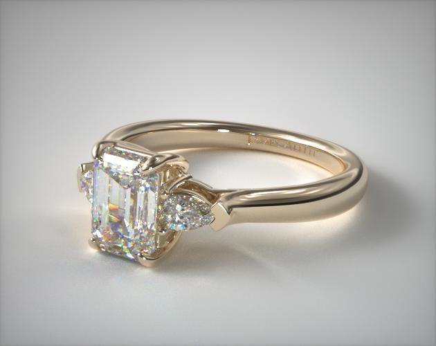 Emerald cut engagement ring in yellow gold with side diamonds