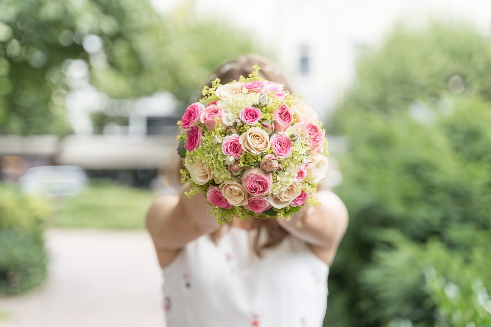 Bride holding flowers in her wedding day
