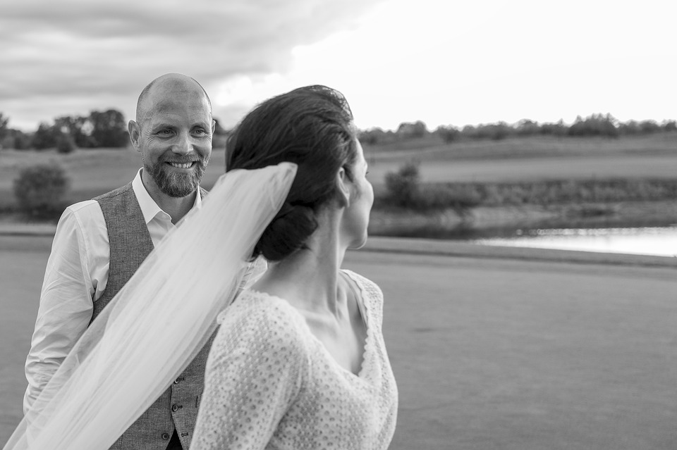 ouple in photojournalistic style for weddings