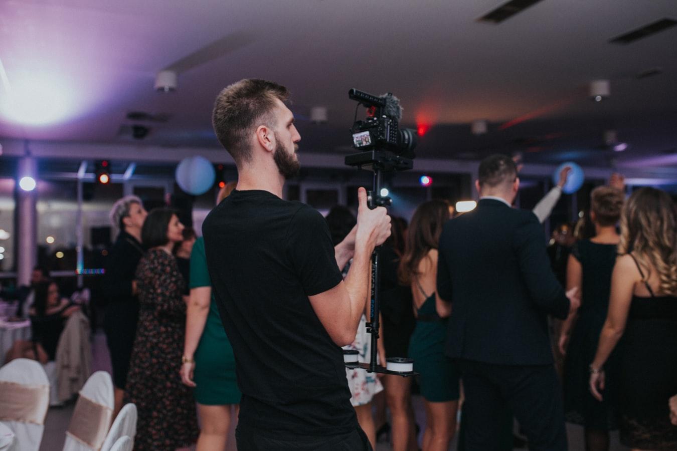 pros-of-wedding-videographer