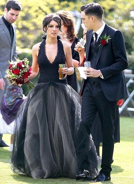shenae grimes black wedding dress