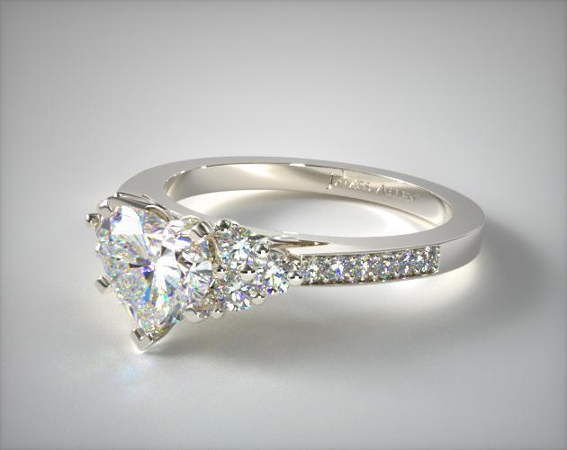 Side-stone setting heart shape engagement ring
