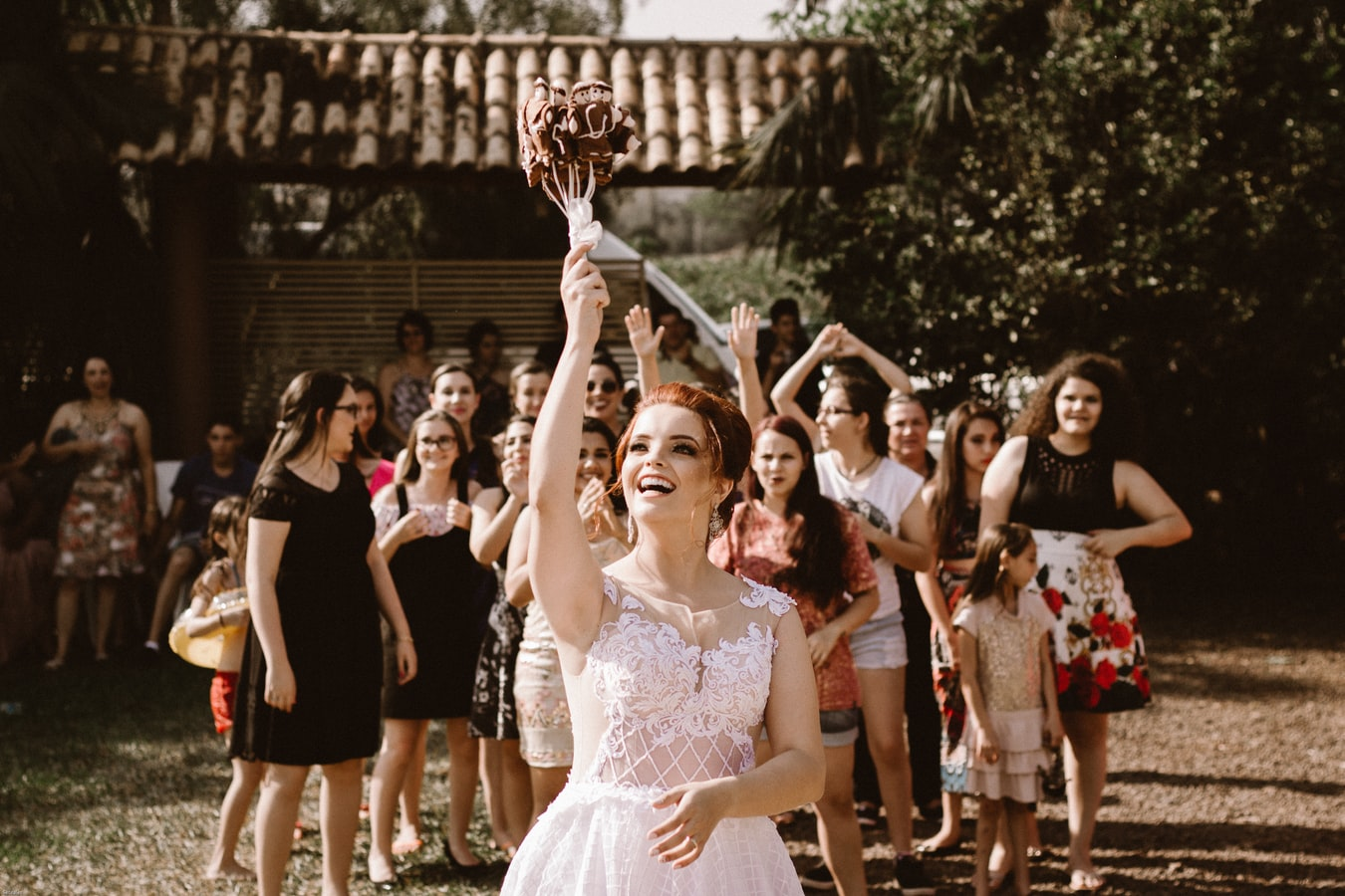 tossing-the-bouquet
