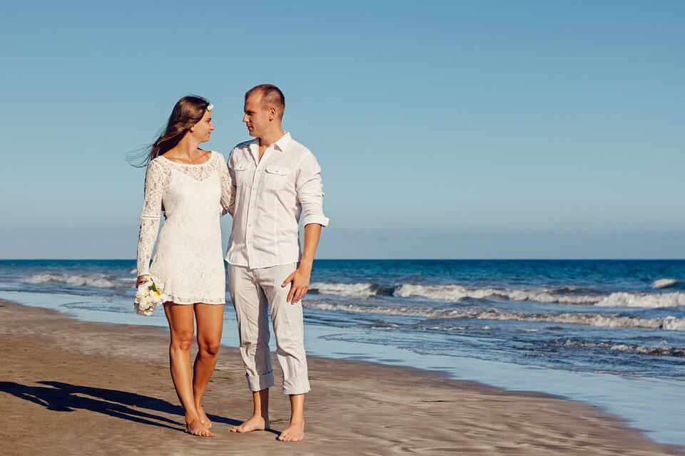 What dress to wear for beach wedding