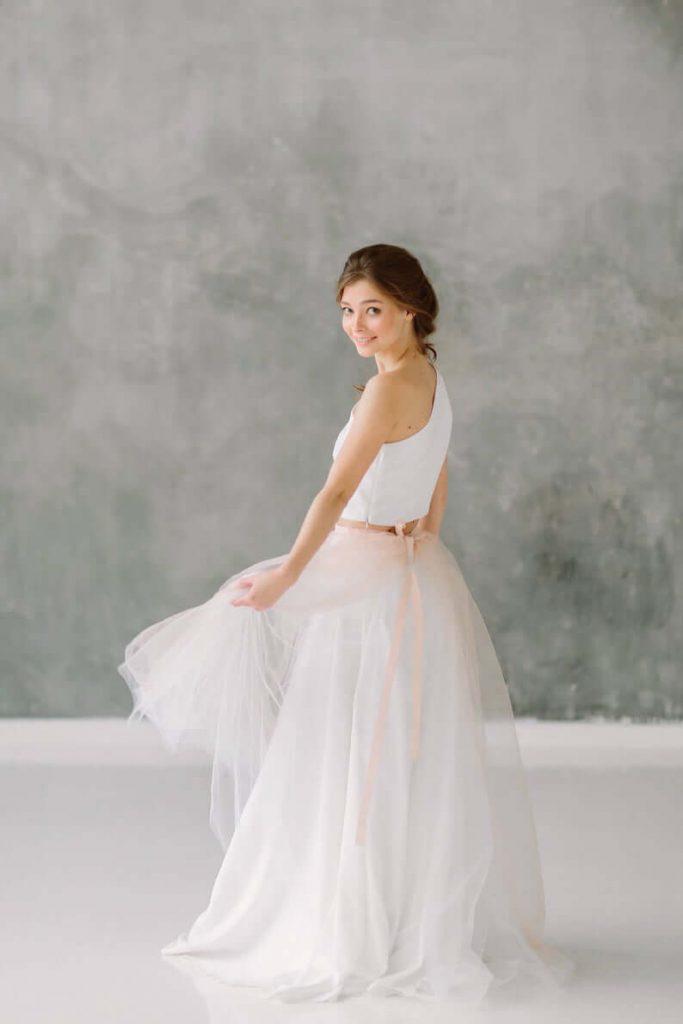 Bride in bridal skirt tulle