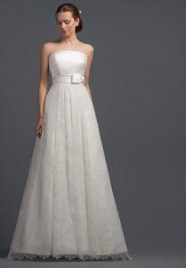 Bride wearing empire wedding dress