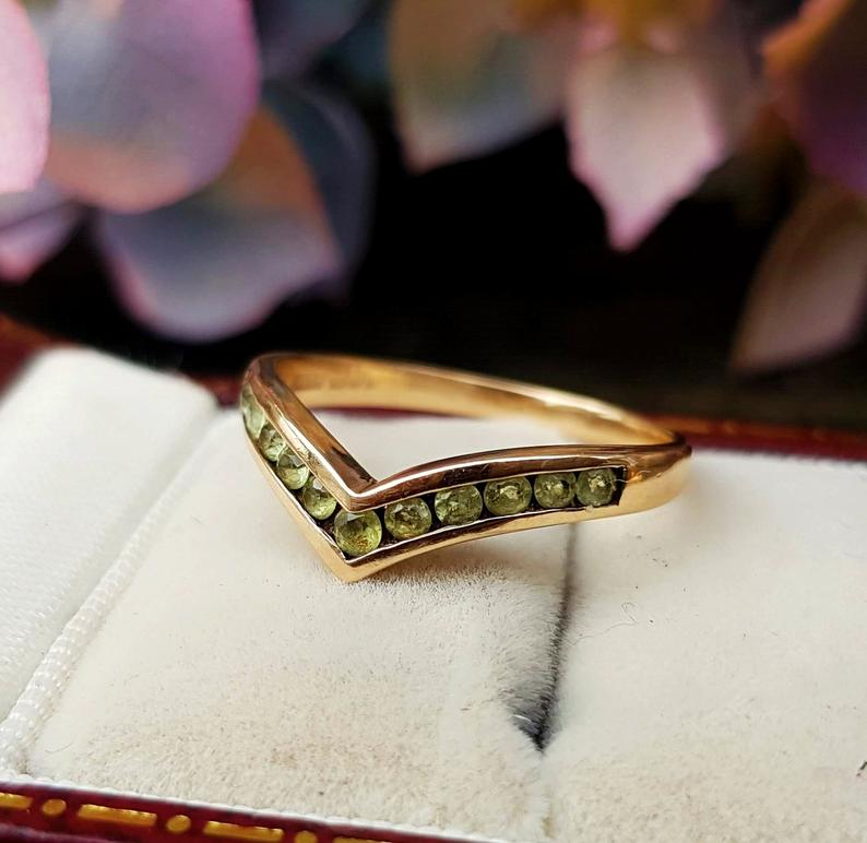 Gemstone wishbone ring