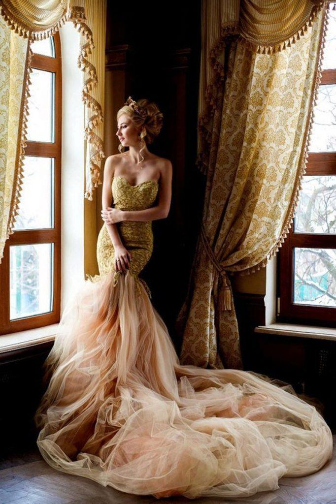 Bride wearing mermaid tulle wedding dress