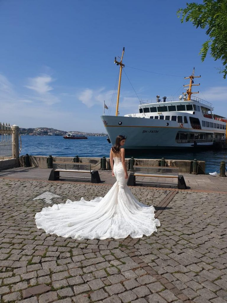 Bride wearing mermaid wedding dress
