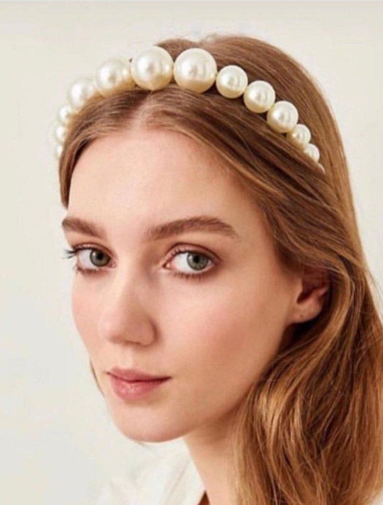 Bride wearing pearl headband as veil alternative