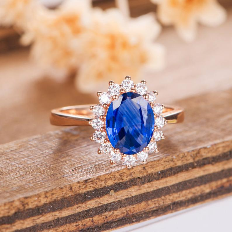 Replica of Diana's blue sapphire engagement ring