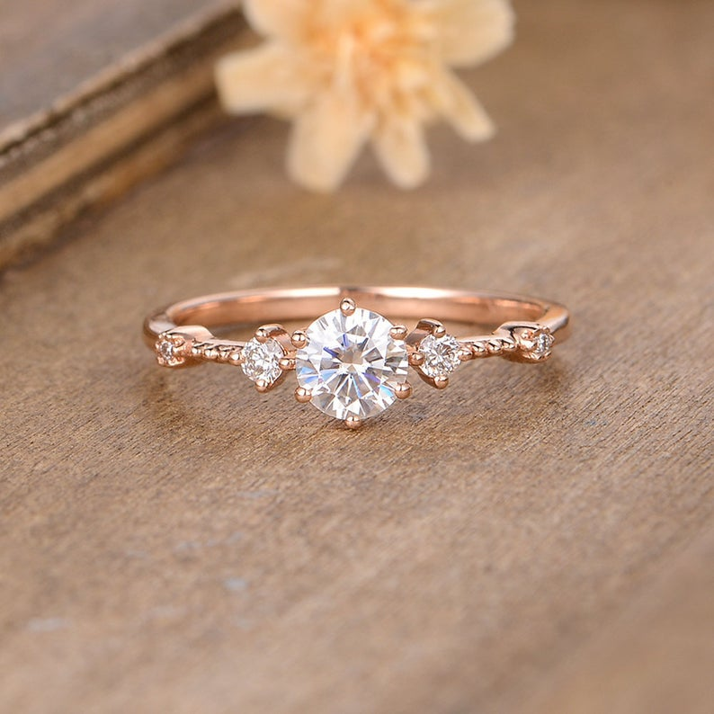 Rose gold ring with round shape diamond
