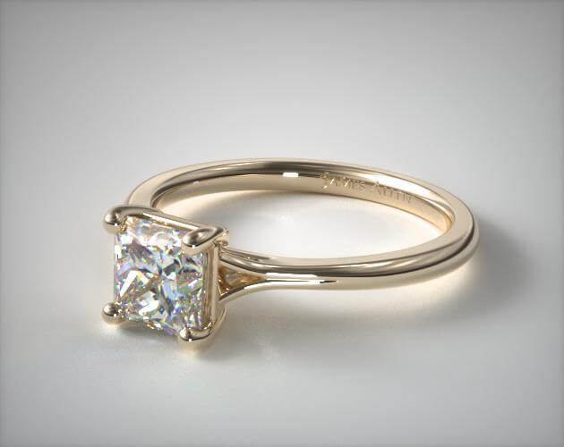 Solitaire princess cut diamond ring in yellow gold
