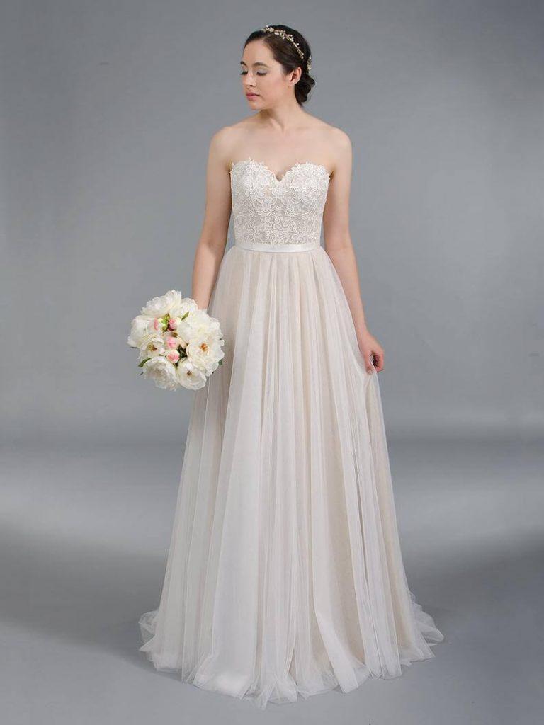 Bride in white sweetheart neckline wedding dress