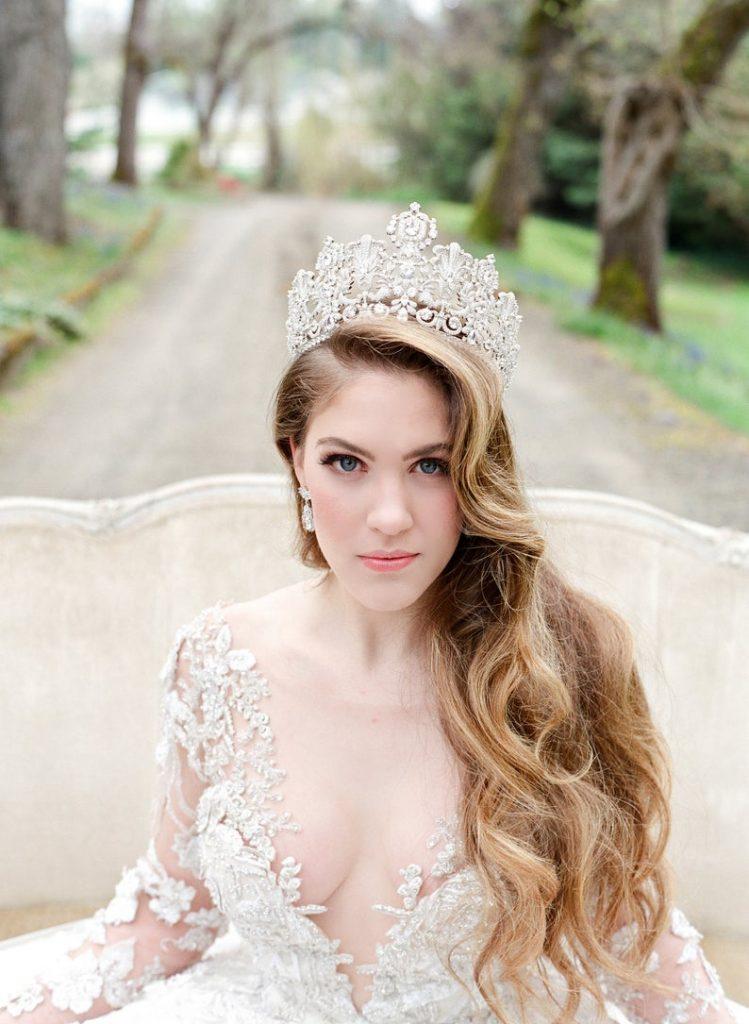 Bride wearing tiara-crystals instead of veil