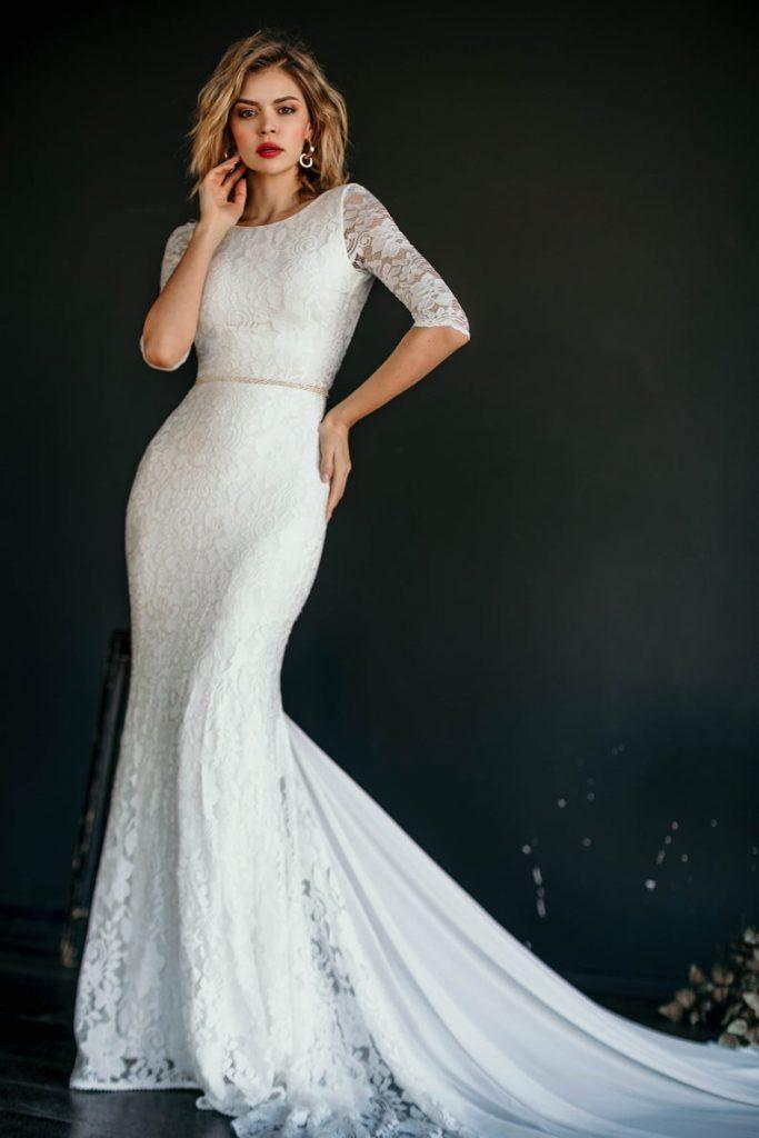 Bride wearing white trumpet wedding dress