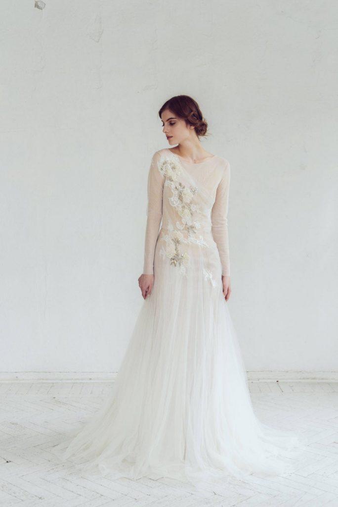 Bride wearing tulle trumpet dress
