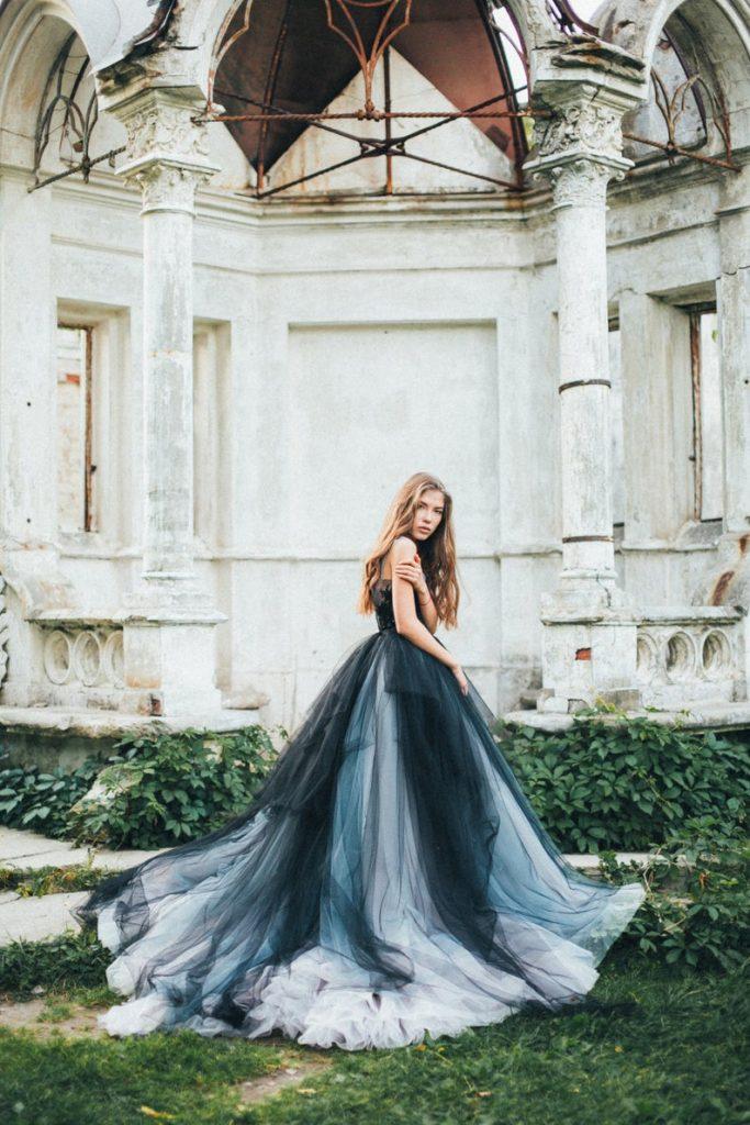 Bride wearing tulle wedding dress