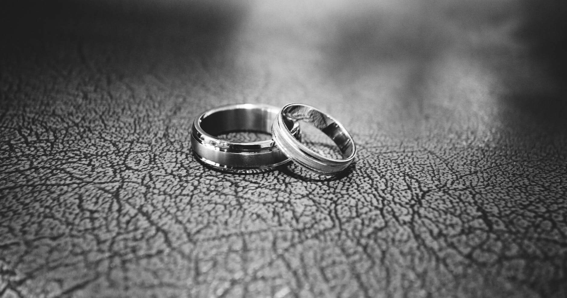 tungsten-wedding-bands-pros-and-cons