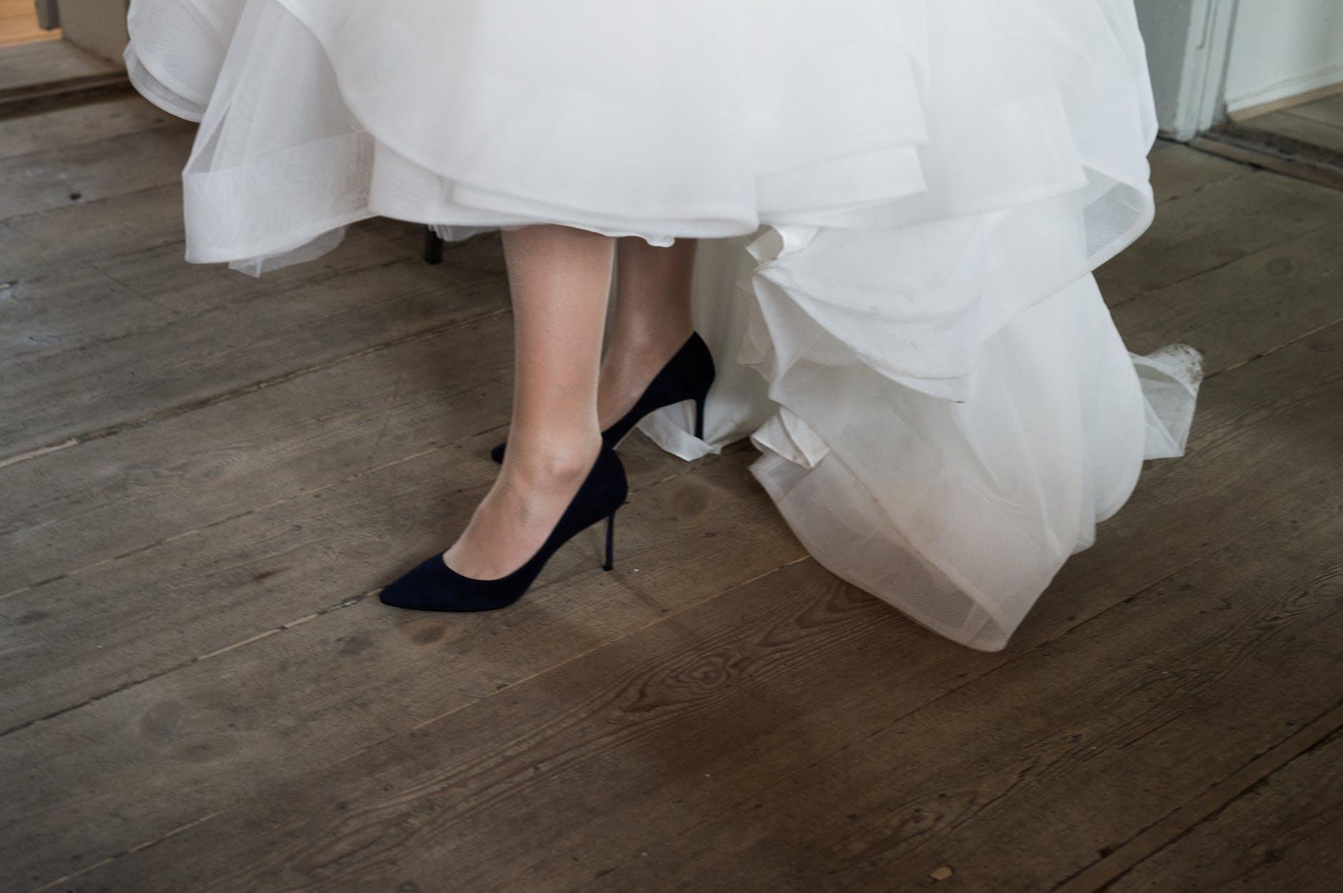 wedding-black-stilletos