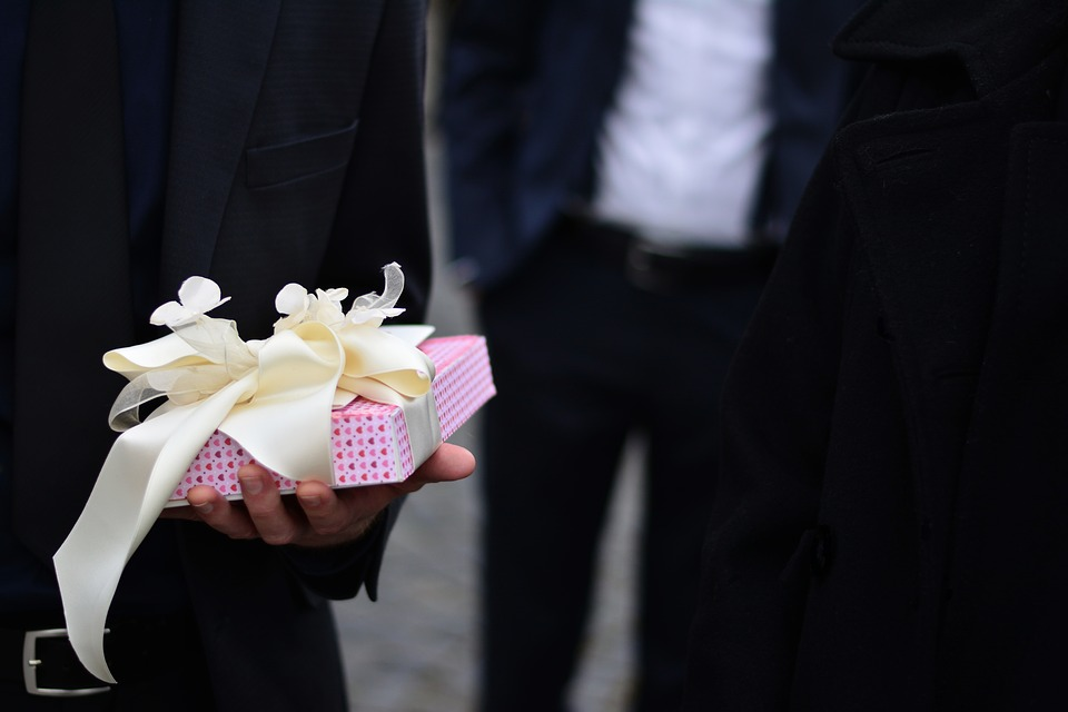 Wedding gift giving etiquette
