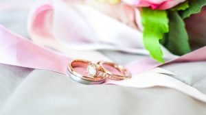 Rose gold engagement ring and wedding band