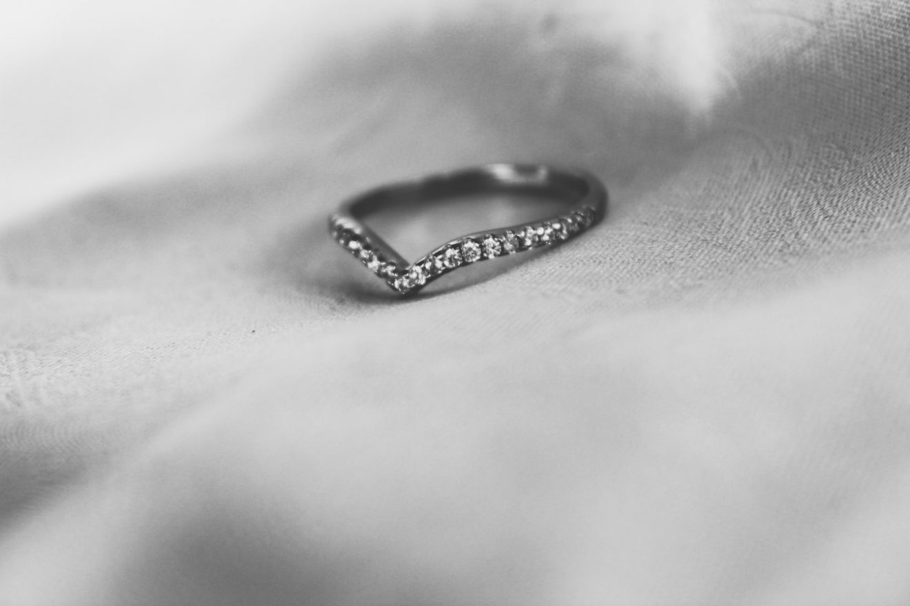What is wishbone wedding ring?