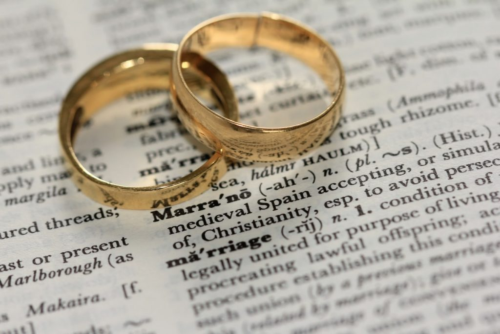 Simple yellow gold wedding rings
