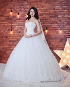 Ball wedding gown for pear shape body type