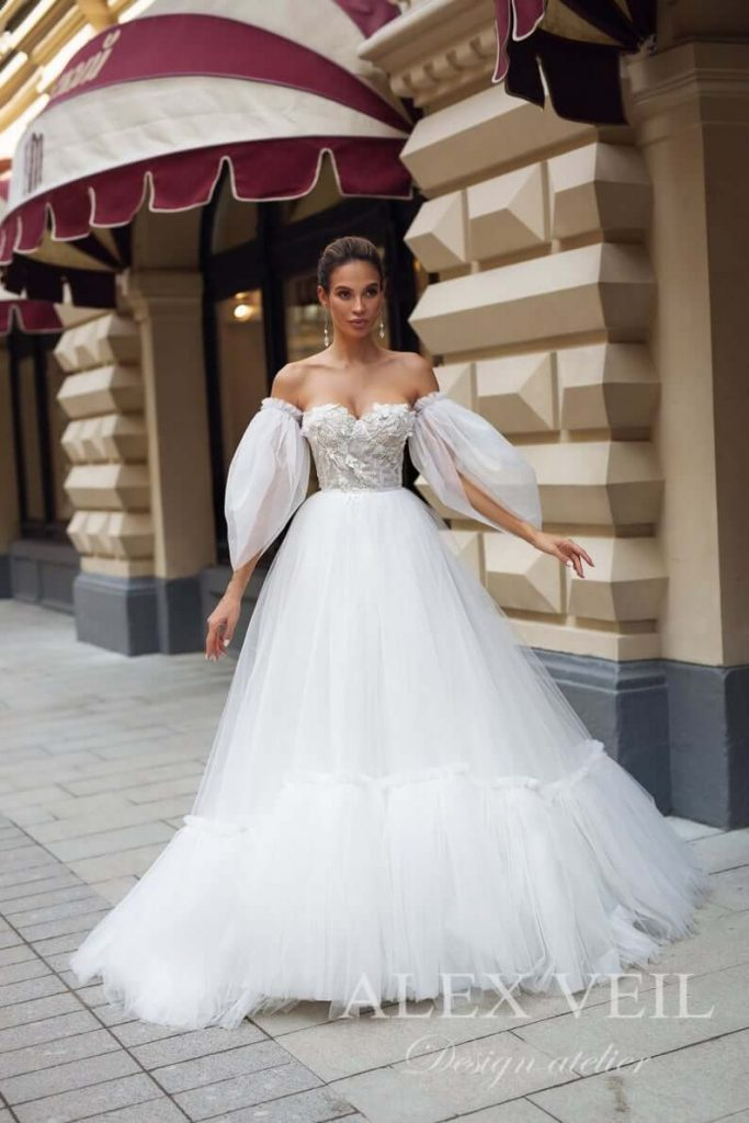 Bride wearing balloon-sleeves wedding dress