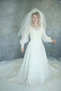 Bride with balloon sleeves wedding dress