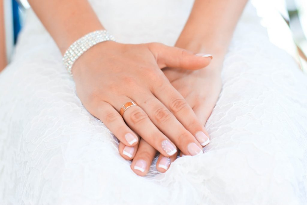 Brides's hand with ring on it