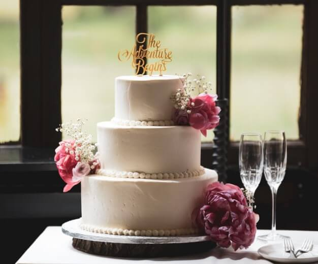 how-to-choose-a-wedding-cake-topper