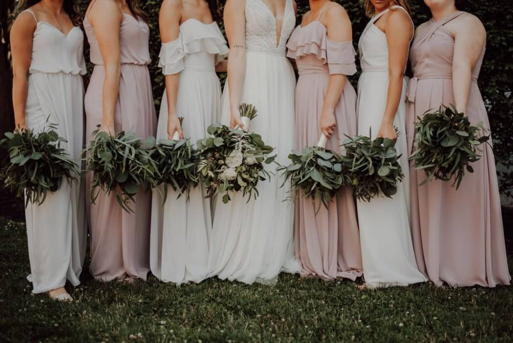 How to choose white bridesmaids dresses
