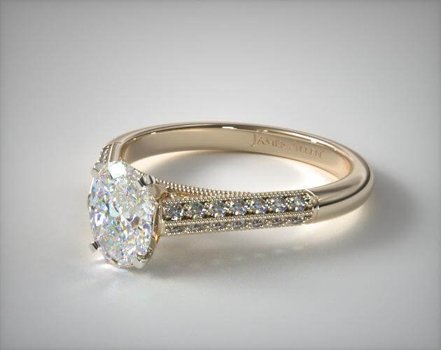Oval cut engagement ring in yellow gold