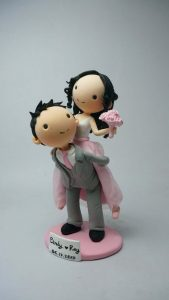 Funny piggy back cake topper