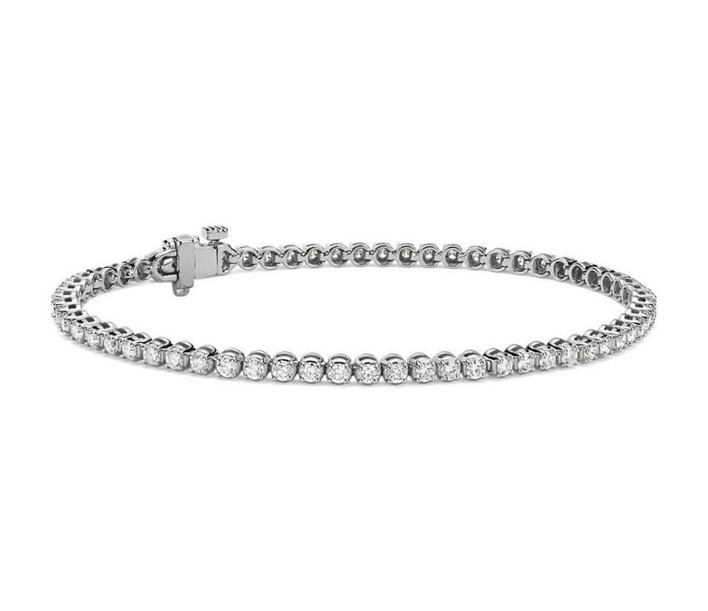 Prong setting tennis bracelet