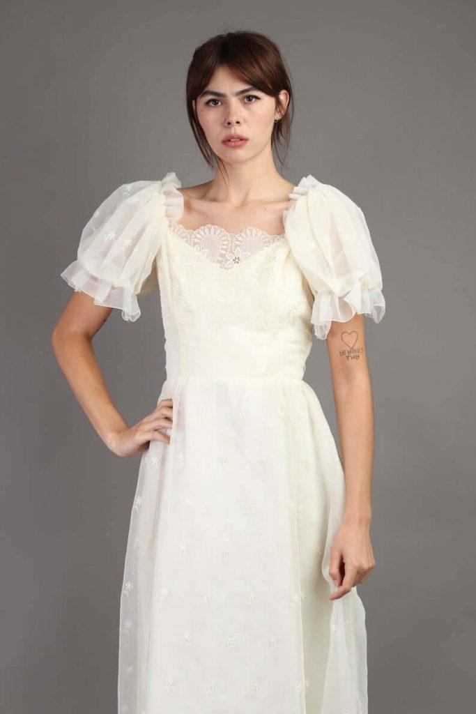 Bride wearing regular puff sleeve wedding dress
