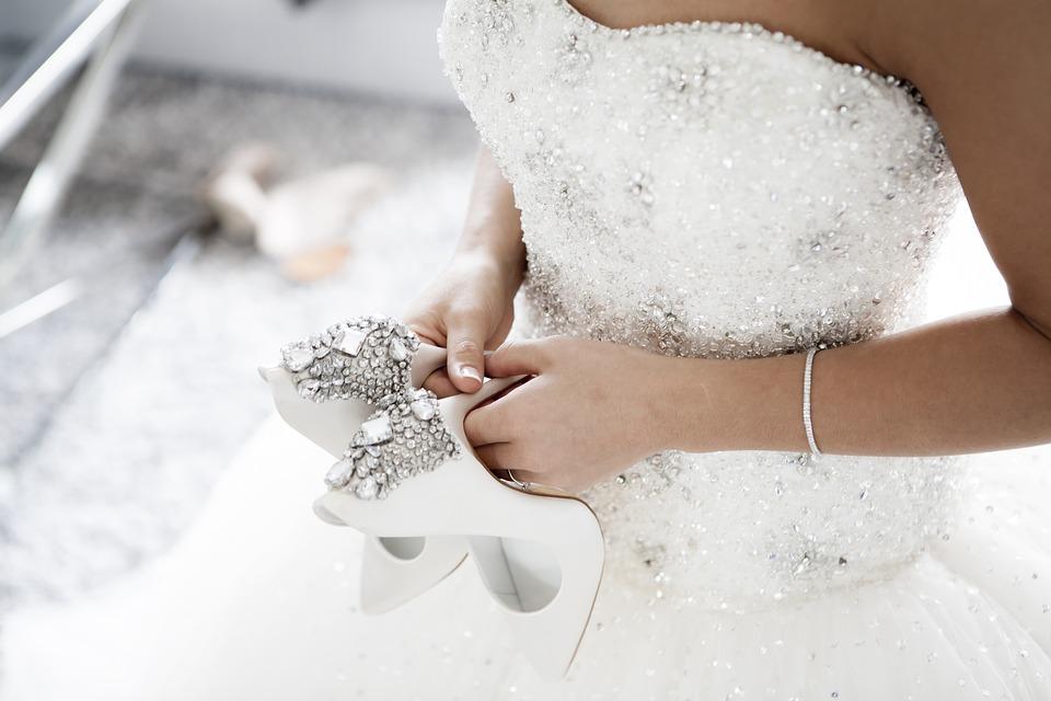 Bride wearing tennis bracelet on her wedding day