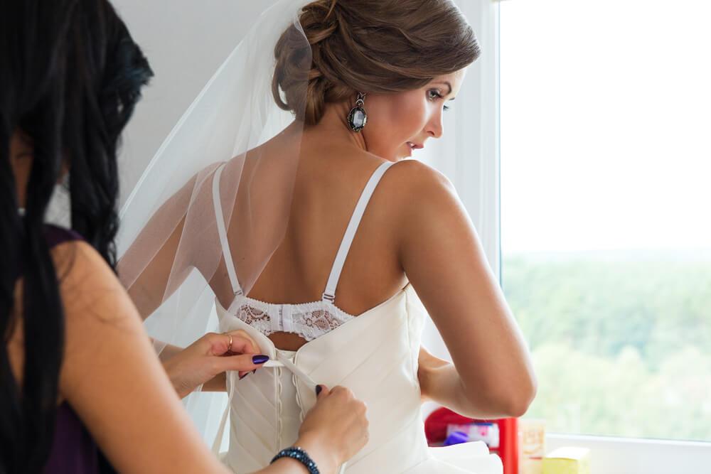 Choosing bridal underwear color