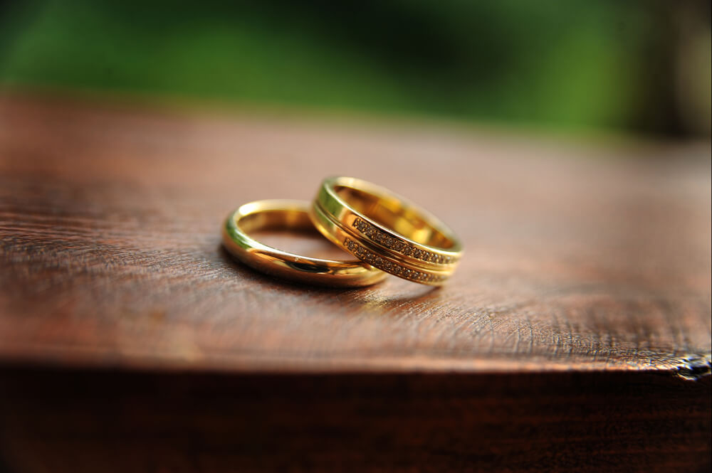 Complementary wedding bands