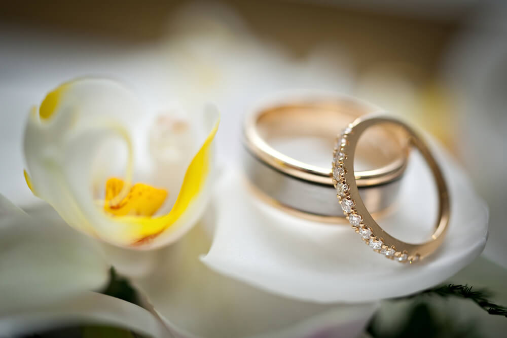 Eternity wedding ring in white gold
