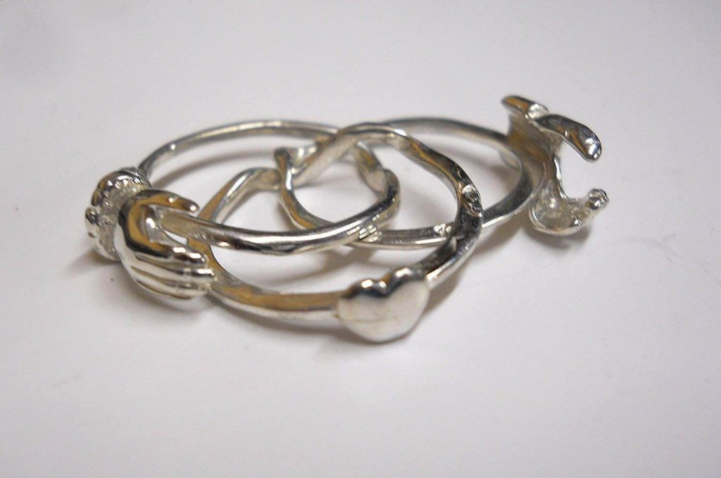Hand clasp ring