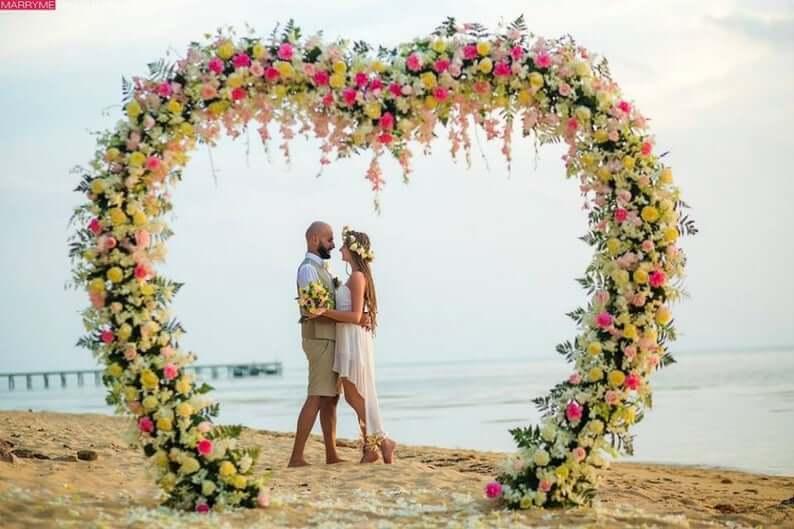 Flower heart-shaped wedding arch
