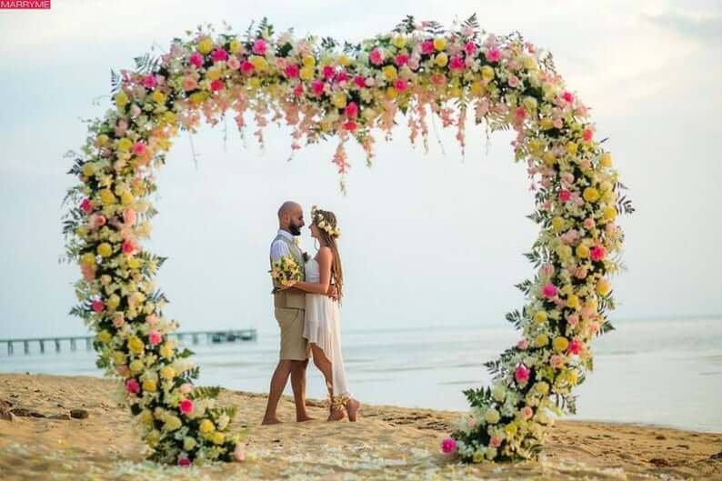 Flower heart-shaped wedding arch