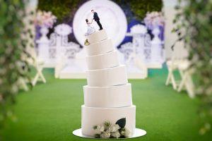 Leaning wedding cake