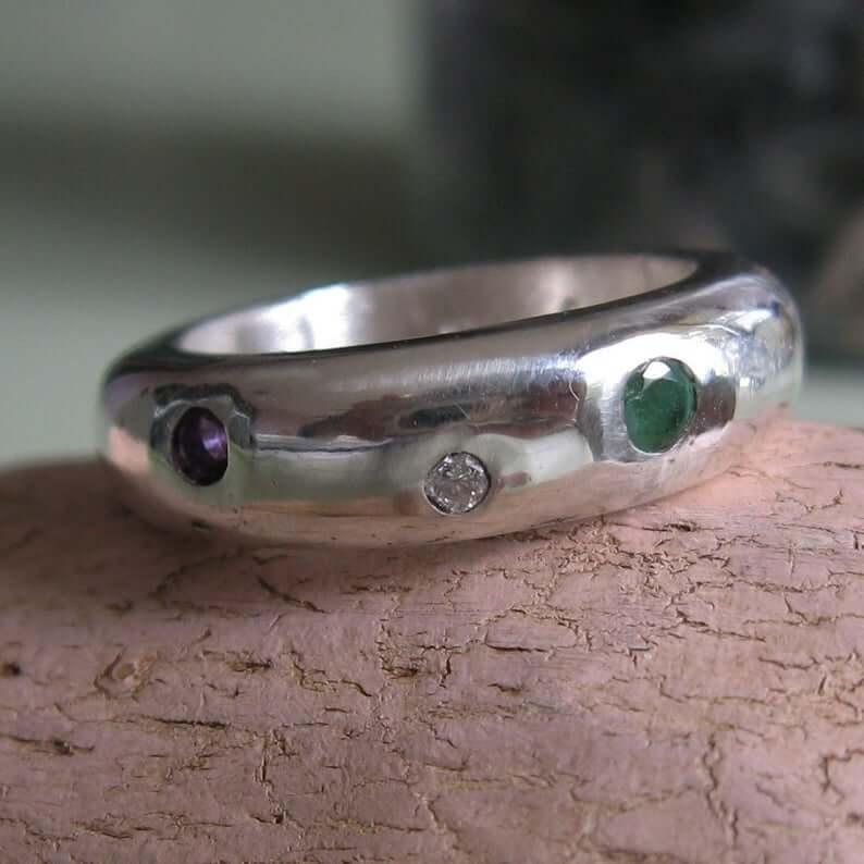 Modern regard ring closeup