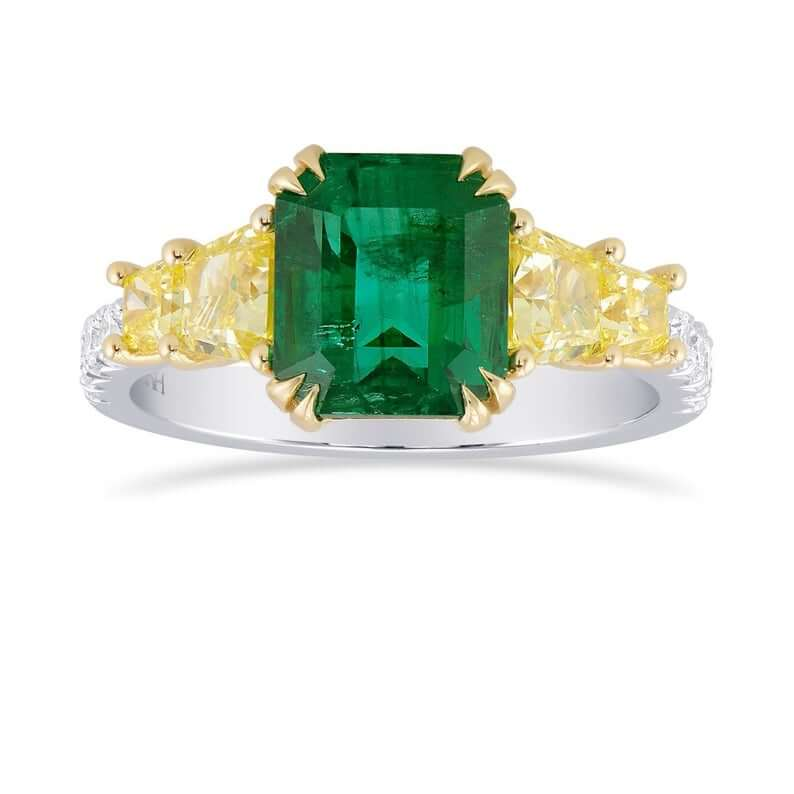 Yellow diamond as side stone in emerald ring